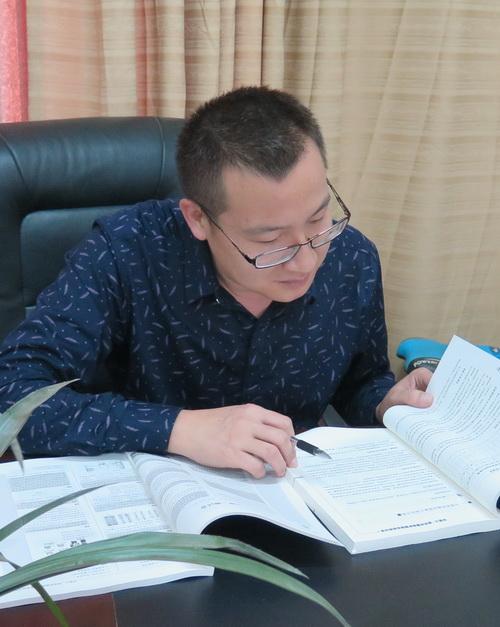 王荣的照片.jpg