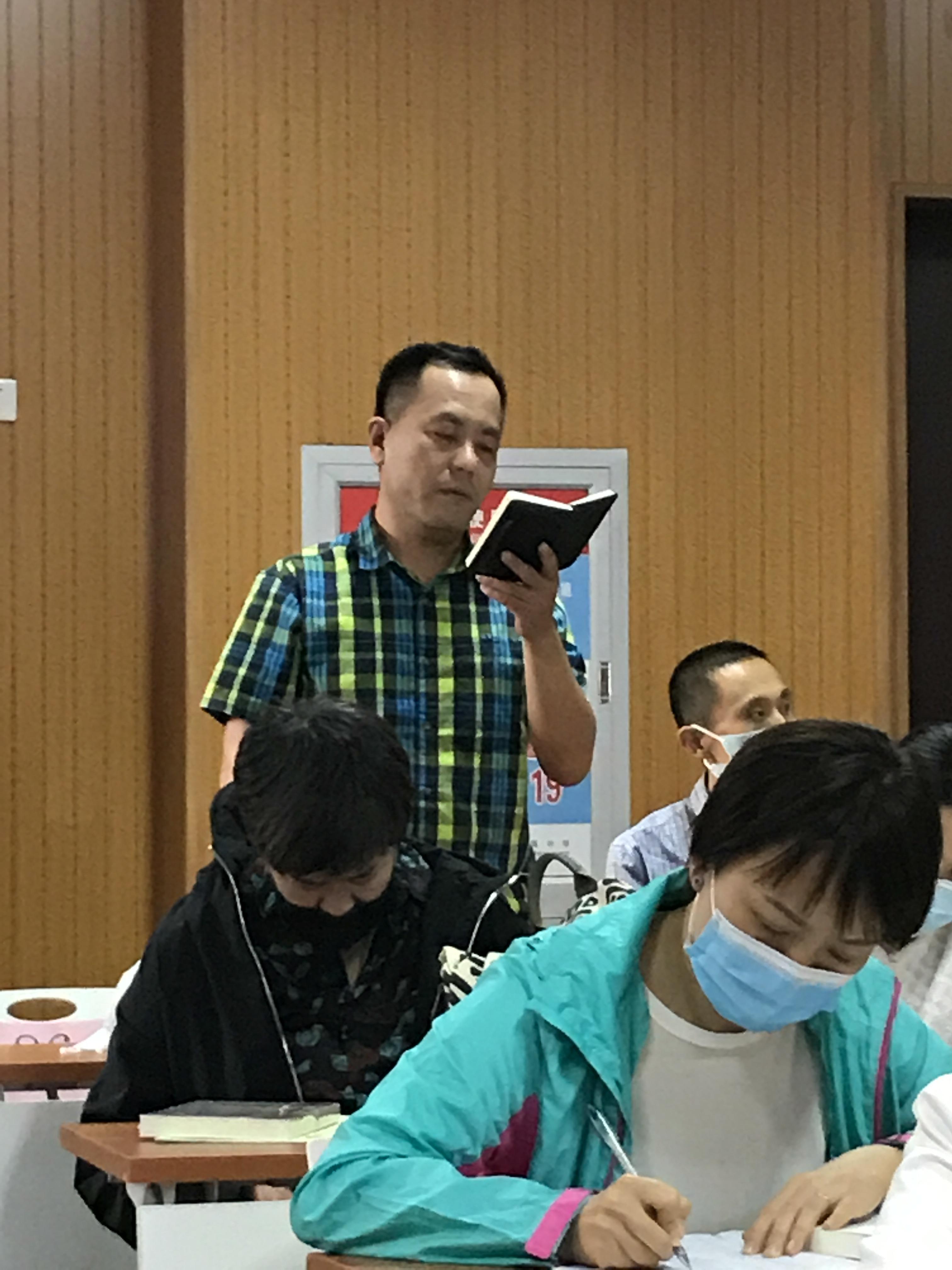 赵鹏老师代表党员发言.jpg