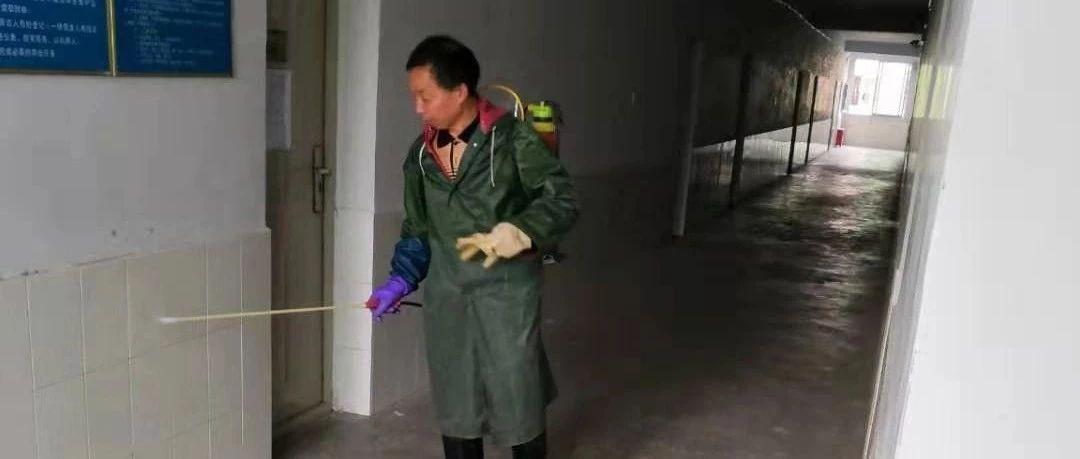 后期服务中心开展校园环境消杀工作