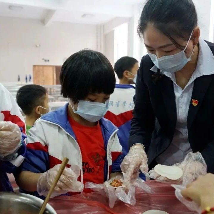 温情暖人心 欢乐包饺子——我校党支部开展关爱留守儿童活动