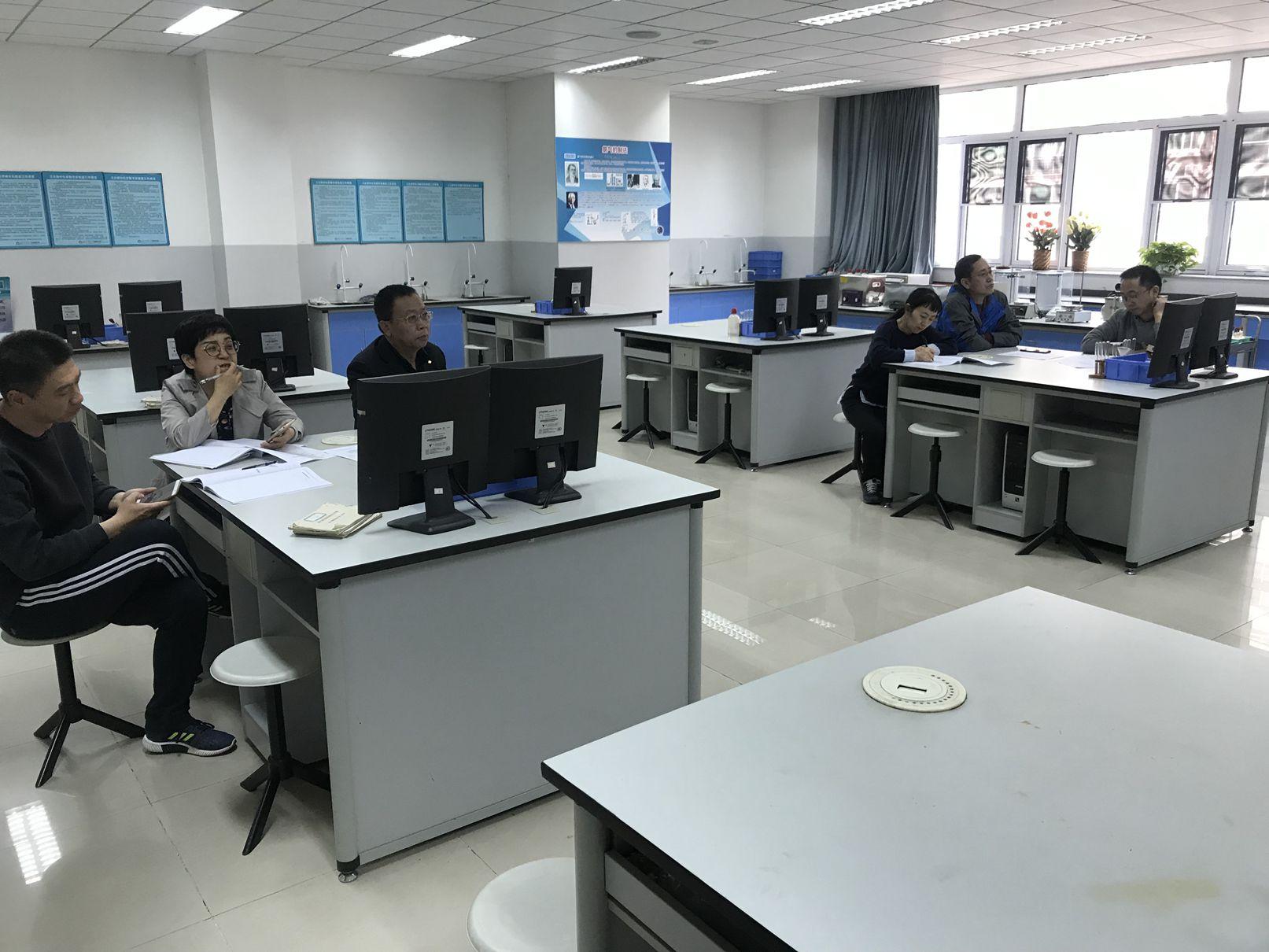 刘子远校长参加化学组活动.jpg