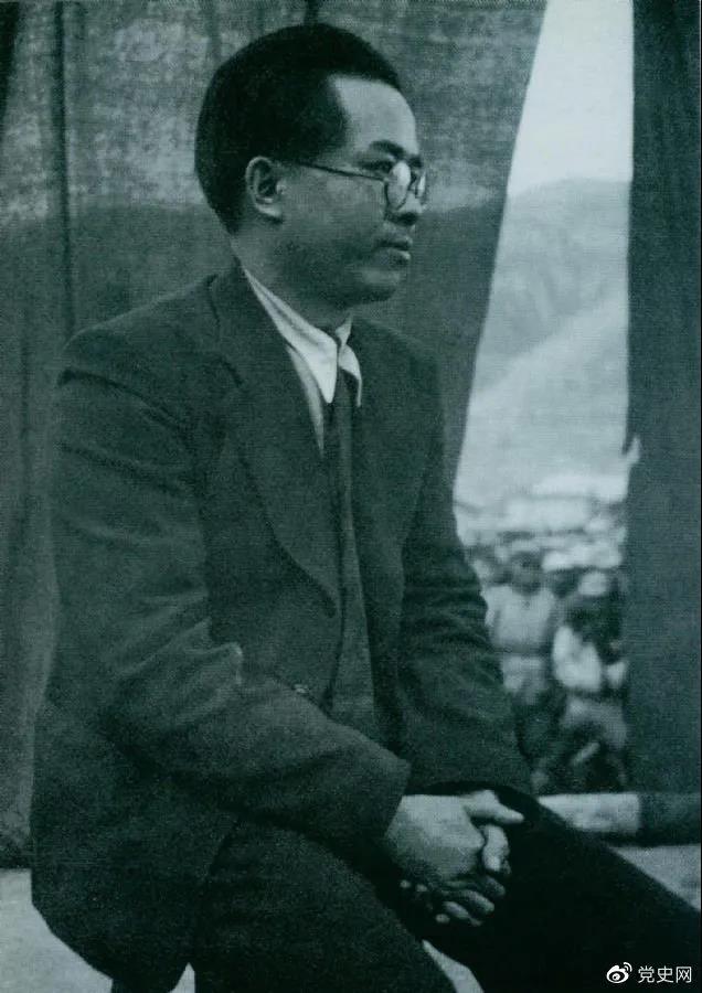 1940年3月26日,任弼时结束中共驻共产国际代表的工作回到延安。图为他在欢迎大会上