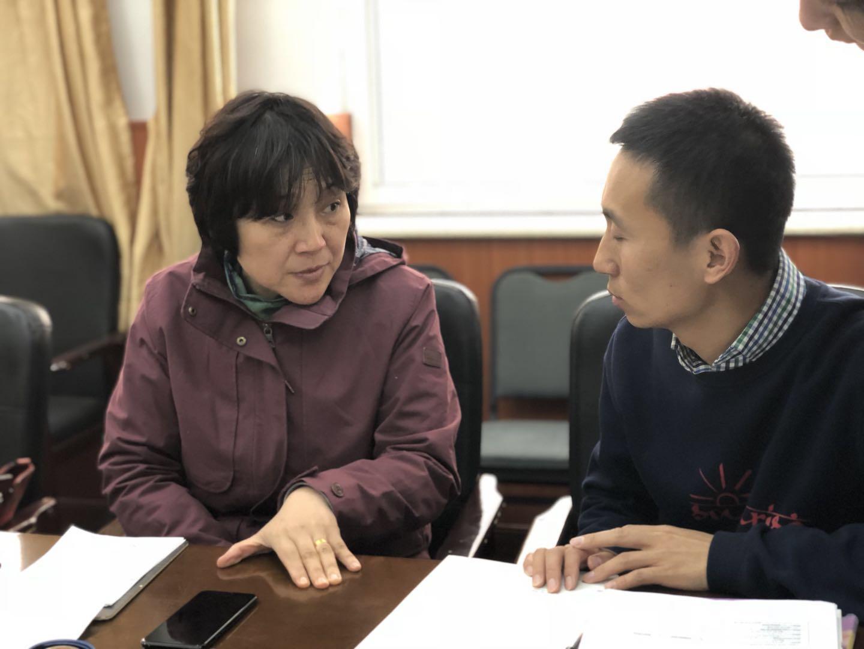 英语教研员为初二英语教师作指导.jpg