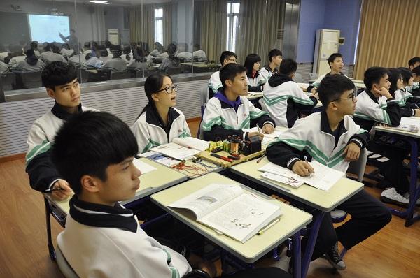 录播室的分组学习.JPG