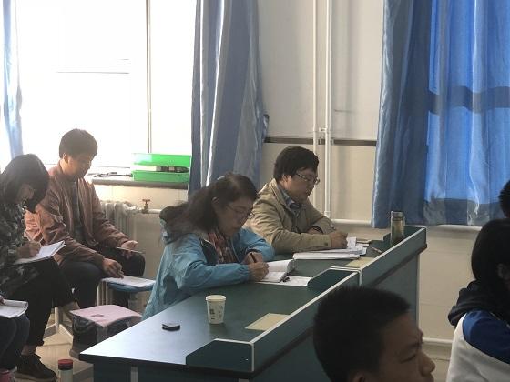 特级教师王颖听课.jpg