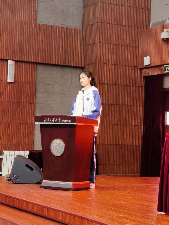 高三月考标表彰--学生代表王茜贻发言.jpg