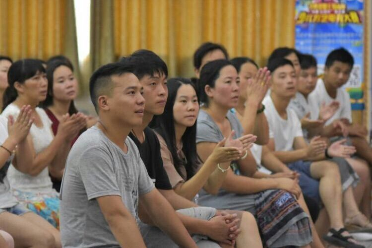 栾川县第一实验小学《团队是所有人的团队》专题讲座