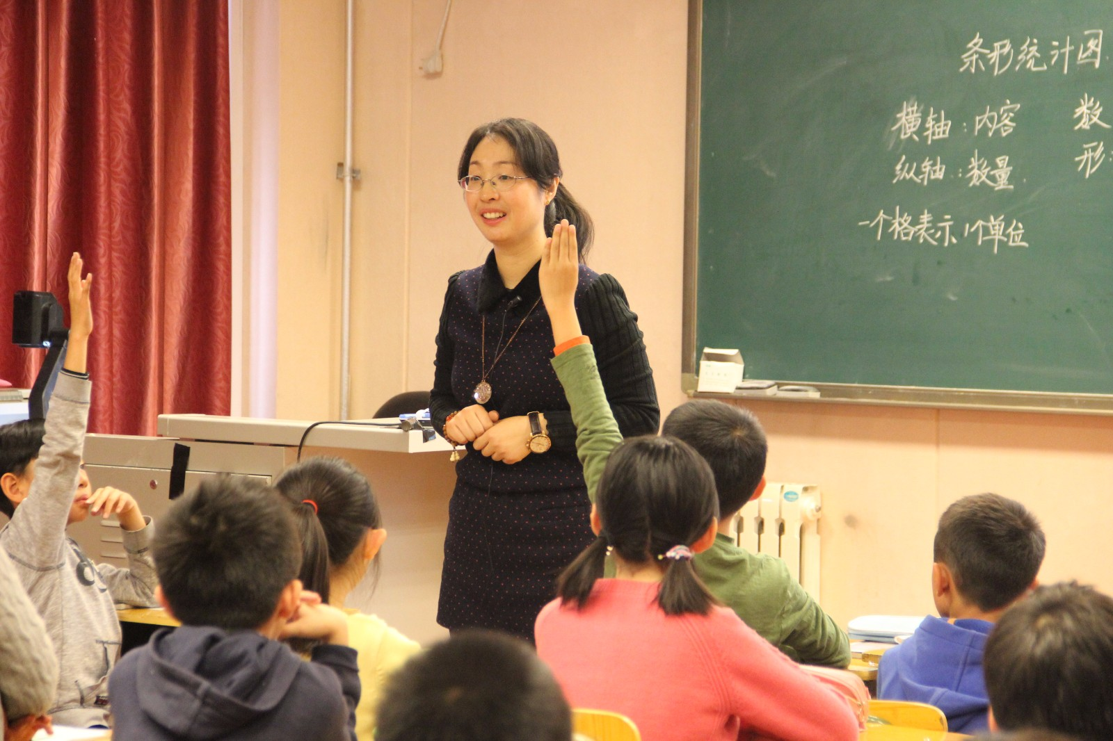 四年级李敬老师做课.JPG