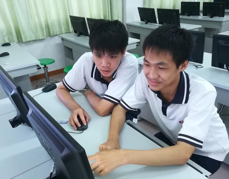 图2_杨文杰、蔡至勇获2018年程序设计比赛省二等奖.jpg