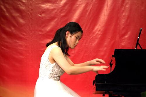 4.指尖的飞跃奏出一首动听的乐章.钢琴独奏《贝多芬暴风雨奏鸣曲》_调整大小.jpg