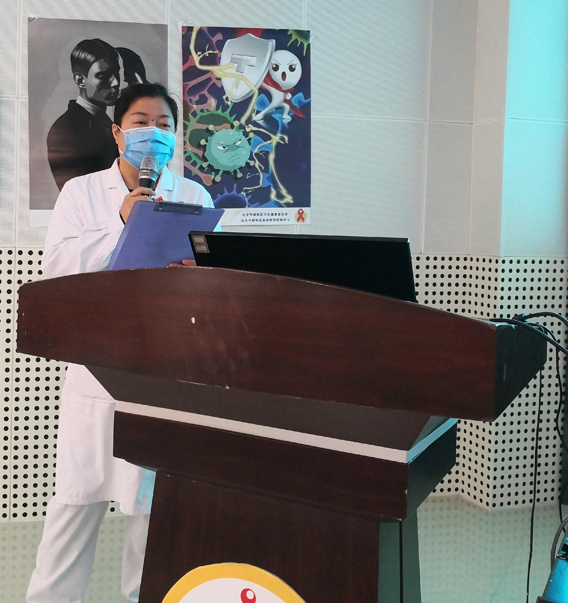 十八里店社区医院保健科高科长为同学们讲授.jpg
