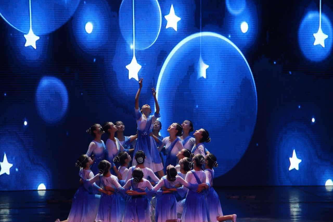 初中部《夜空中最亮的星》获得一等奖.jpg