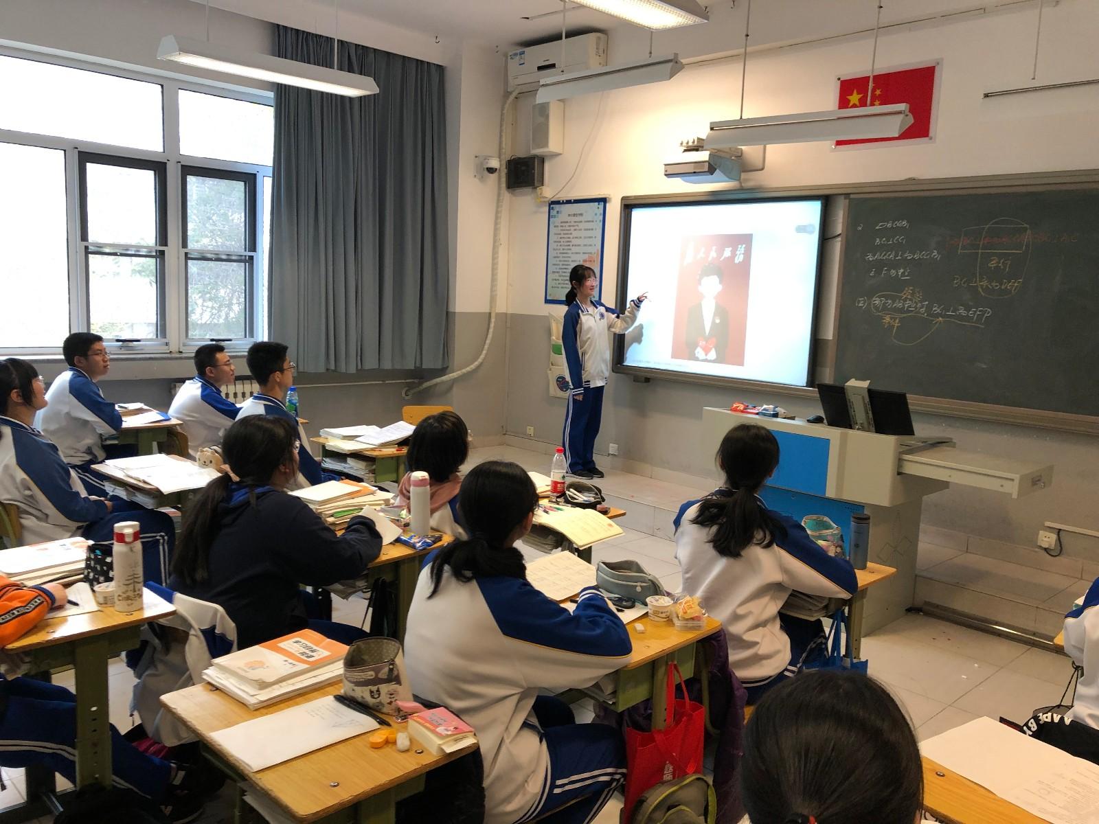 周一晨检时间由班长组织学生阅读文章.jpg
