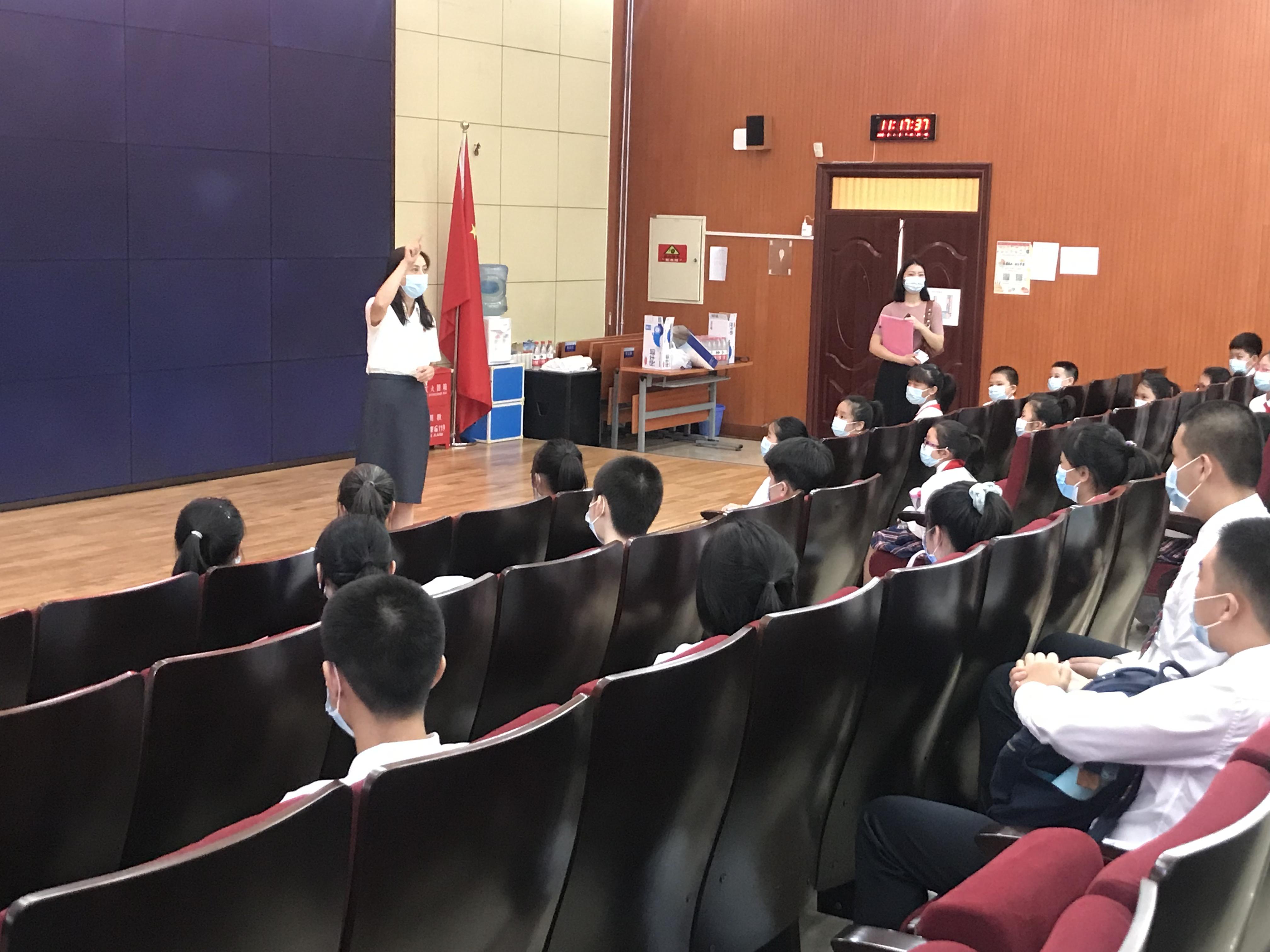 王京红书记在给学生做动员.jpg