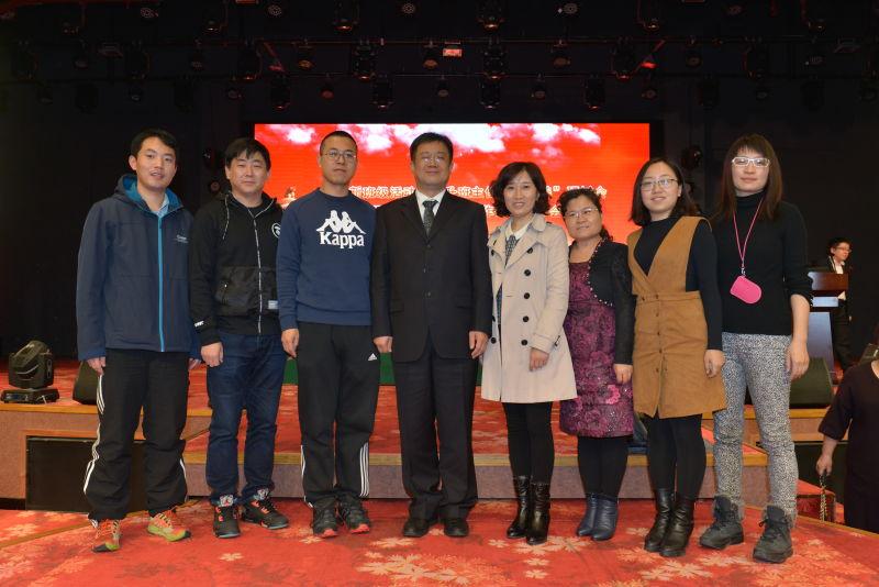 工作室的老师与《班主任》杂志社社长及本次年会主持人赵福江老师合影.jpg