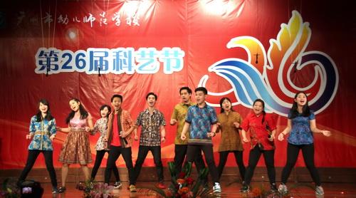 11.海外华文班独具特色的小组唱《月亮代表甜蜜蜜的心》吸引了会场的眼球_调整大小.jpg