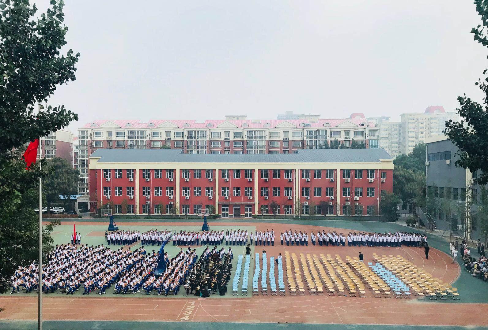 开学典礼的学生们.jpg