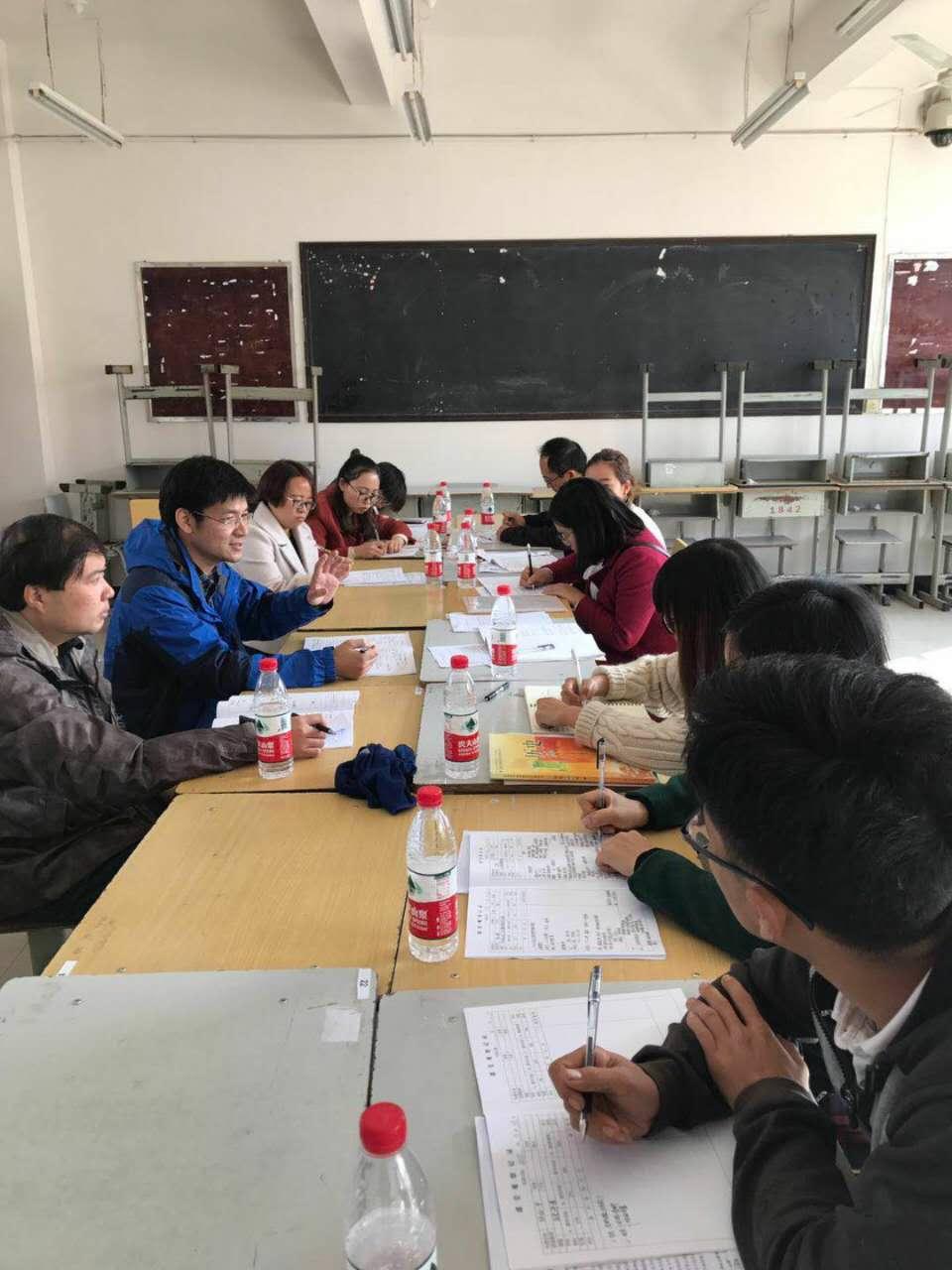 李建靖、张杰老师与历史教研组交流研讨.jpg