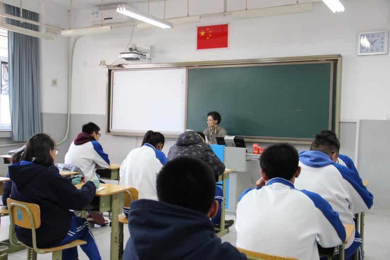 姜化英女士和学生分享会.jpg