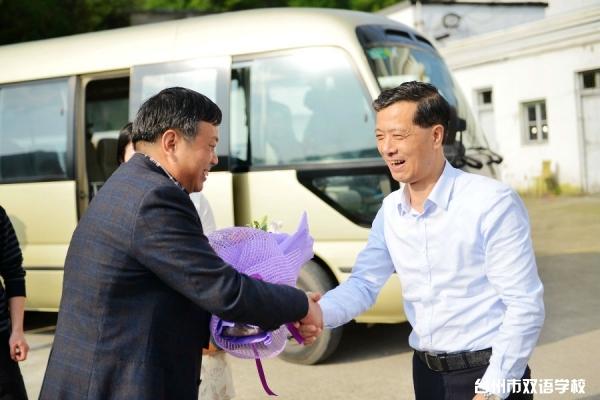 区委书记陈祥荣节前来我校慰问全国先进工作者洪仙瑜
