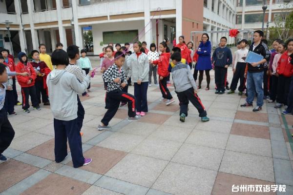 双语学校体育活动圆满落幕