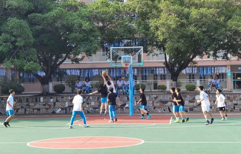 高一9 篮球赛照片4.jpg