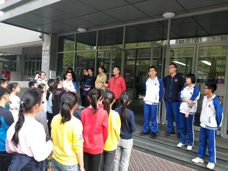 高中部为同学们举行欢迎仪式.jpg