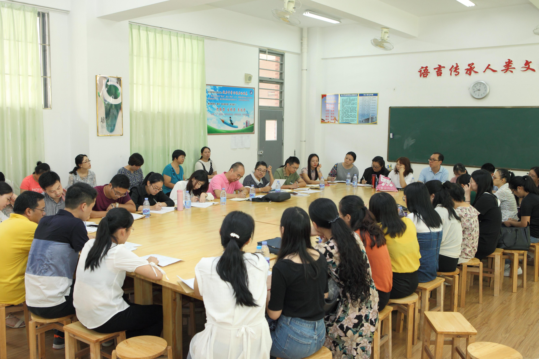 大亚湾一中举行语文好老师评比获奖者经验分享大亚湾第一中学站活动