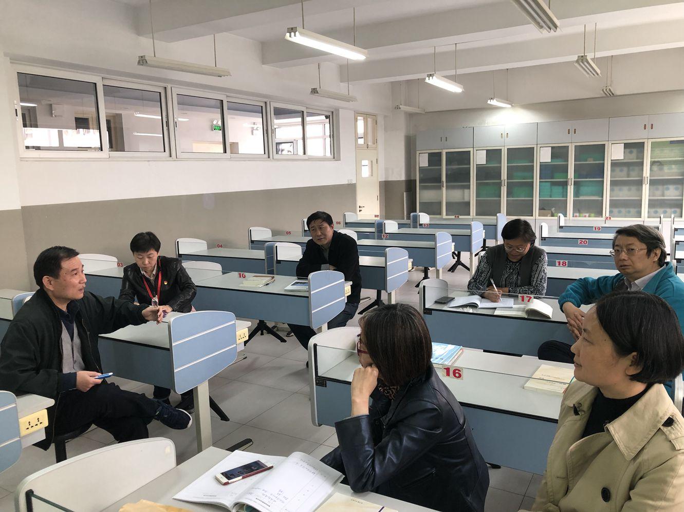 物理组内教师研讨.jpg