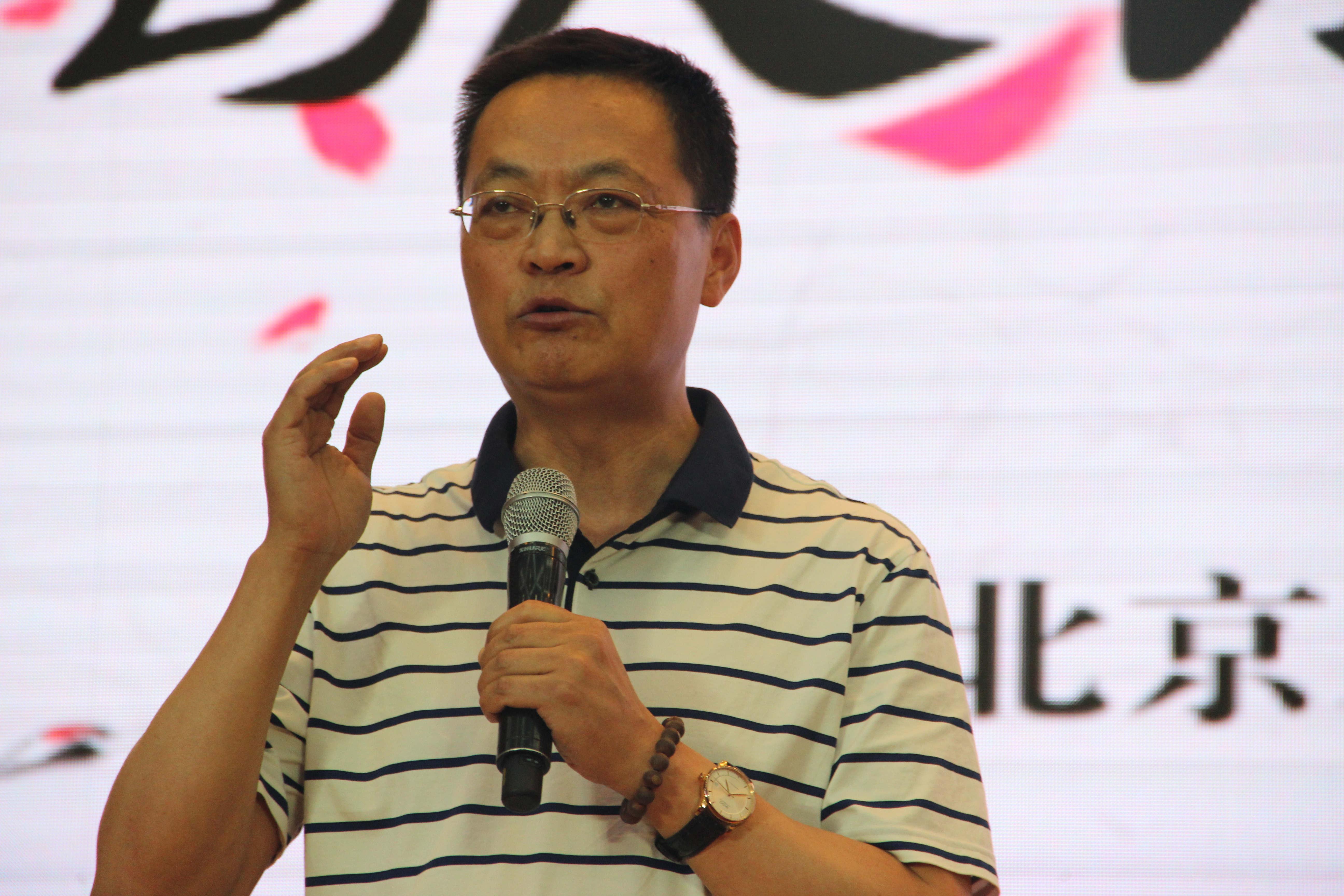 朝阳教研中心语文教研室主任、当代诗人何郁老师精彩点评.jpg