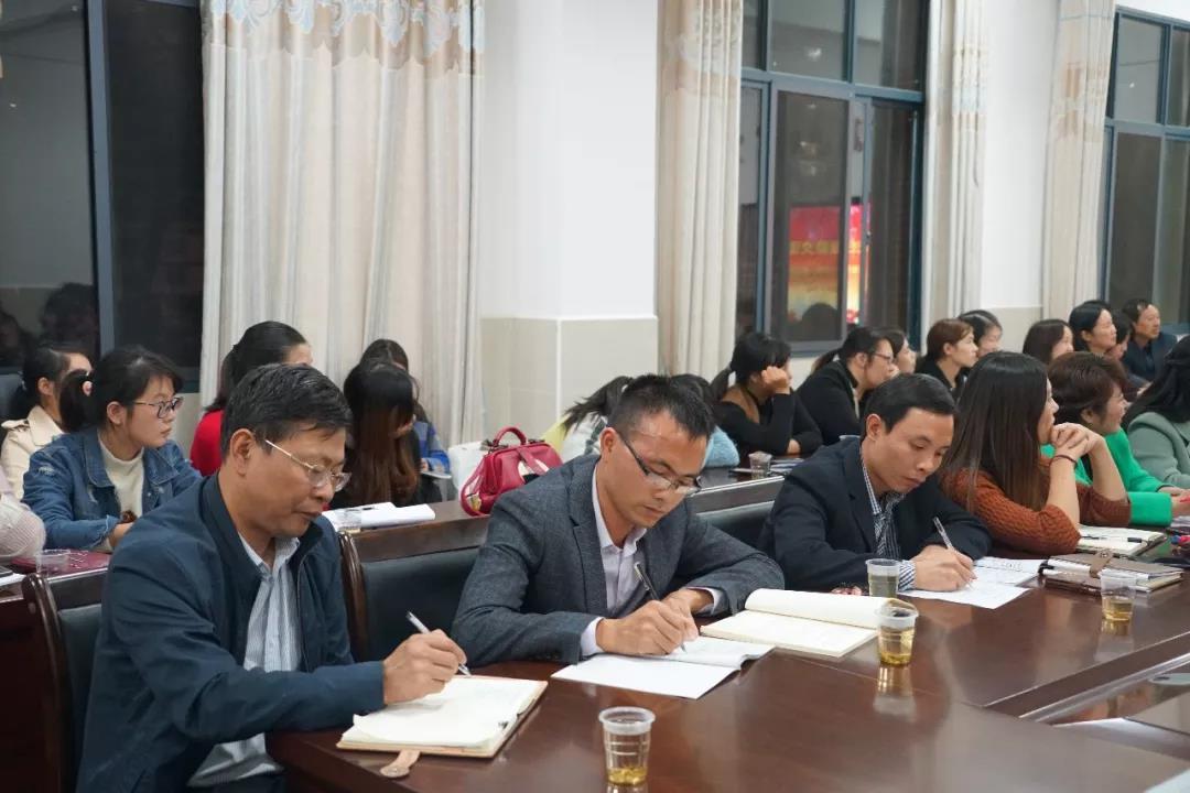 曾国藩学校召开班主任工作经验交流会