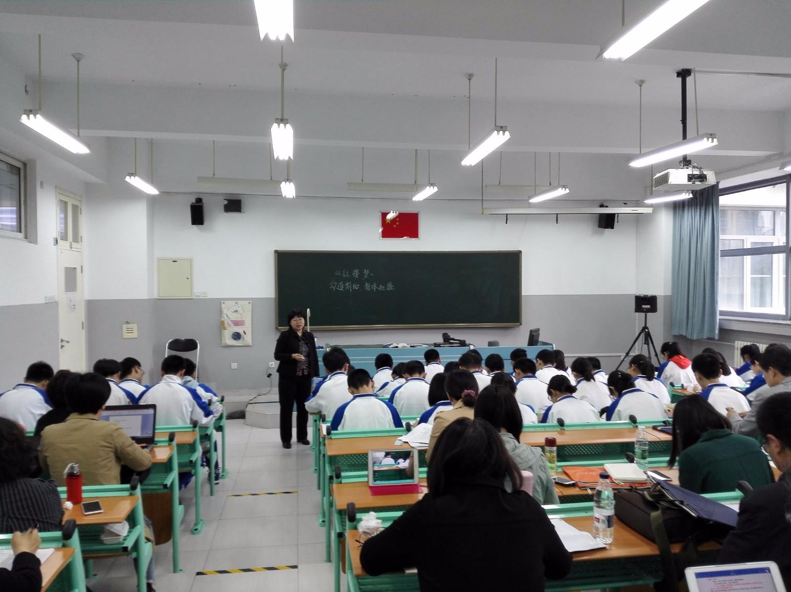 王晓军老师在上课.jpg