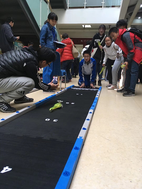 科技创新社团参加比赛.jpg