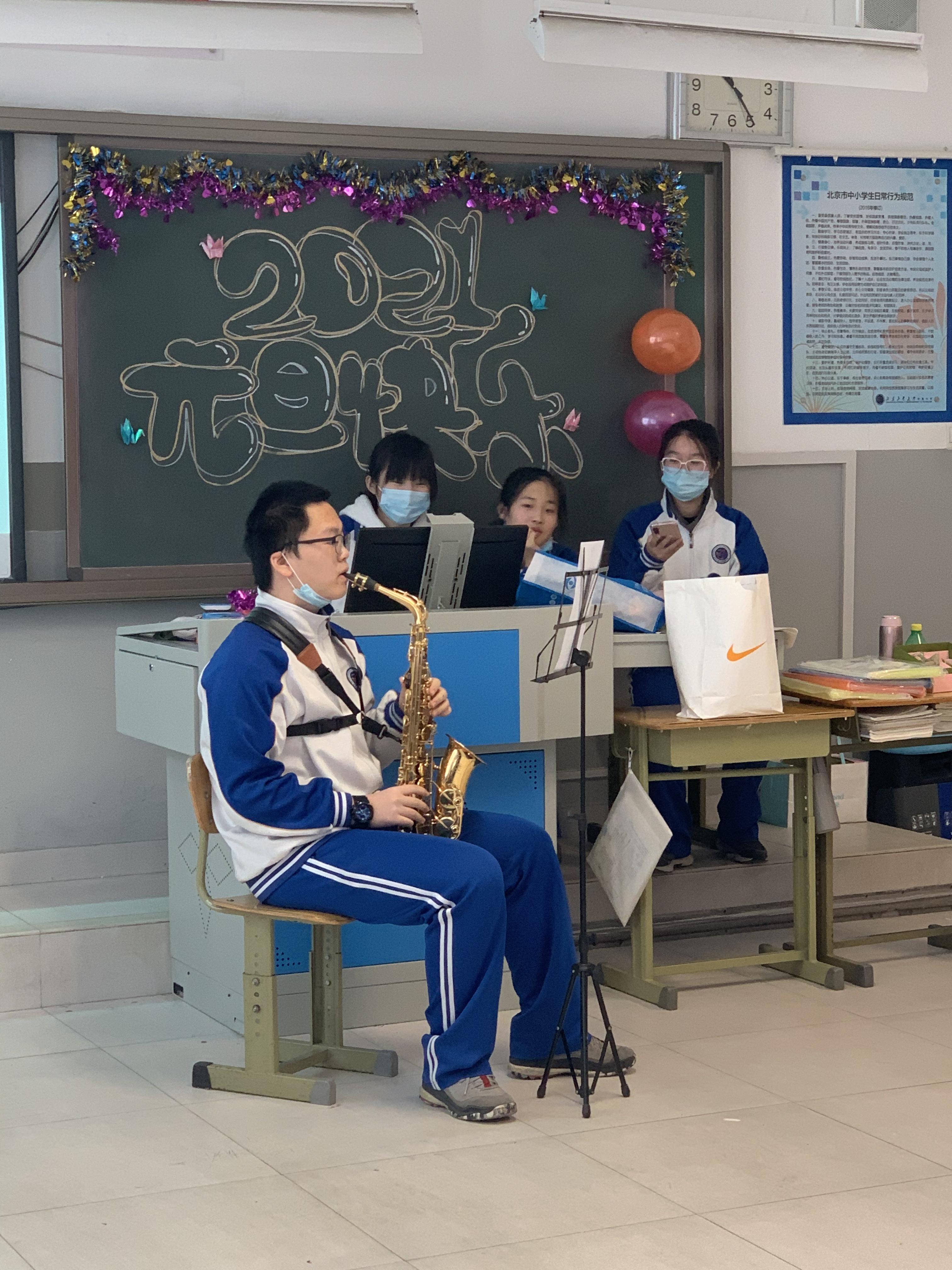 学生器乐演奏.jpg