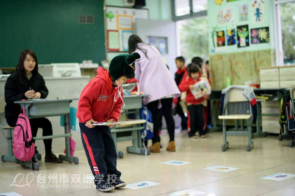 台州市双语学校一年级带着世界地图去游考!与试卷说:Bye Bye!