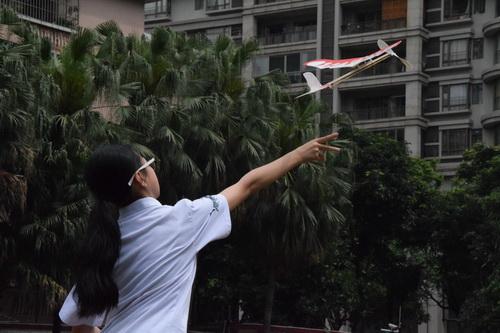 你看,我的纸飞机也一飞冲天_调整大小.JPG