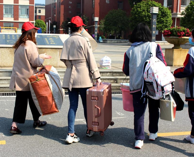 行李搬运3-8.jpg