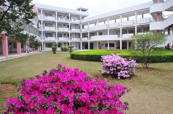 001教学楼.JPG
