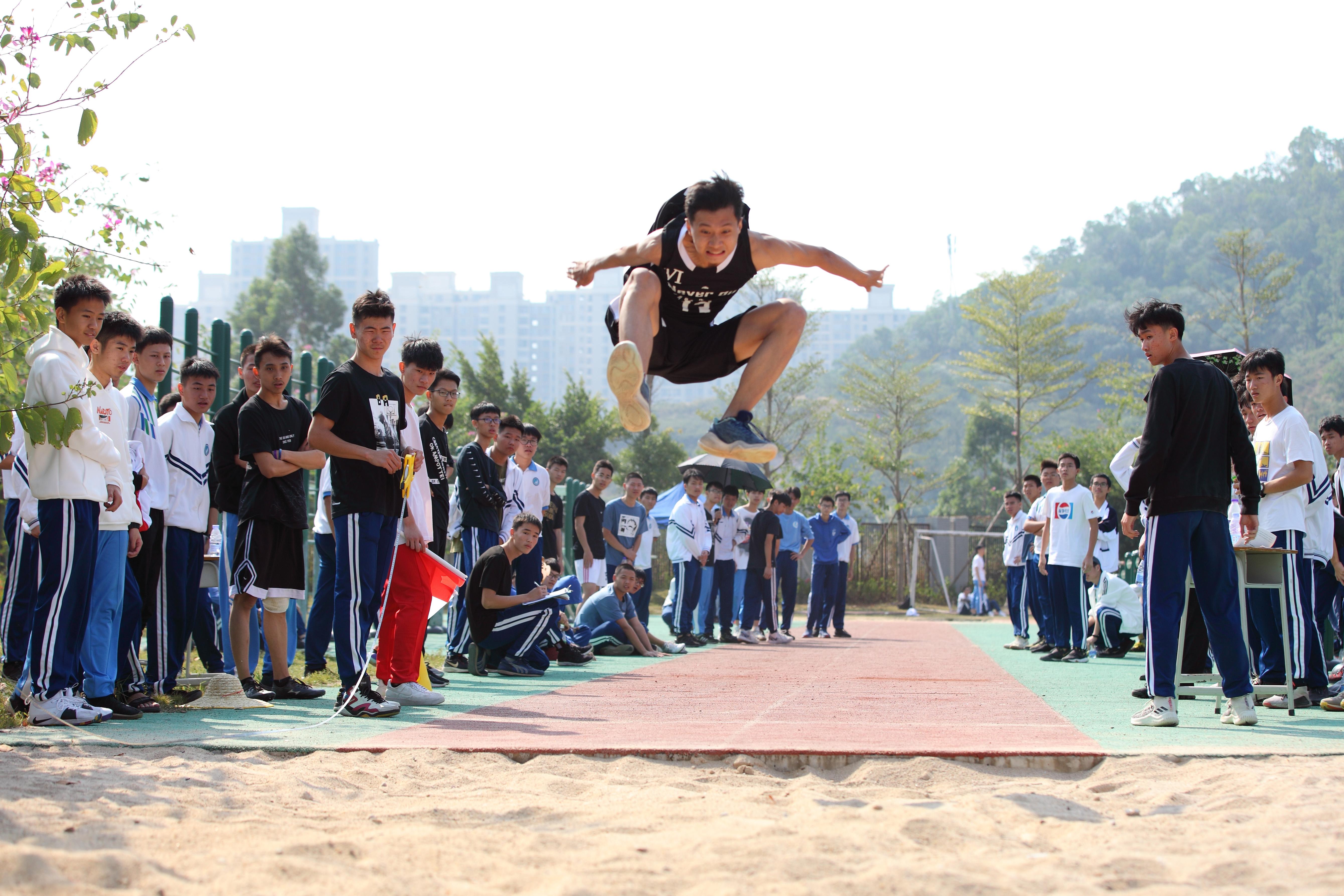 大亚湾第一中学举行第十届校运会