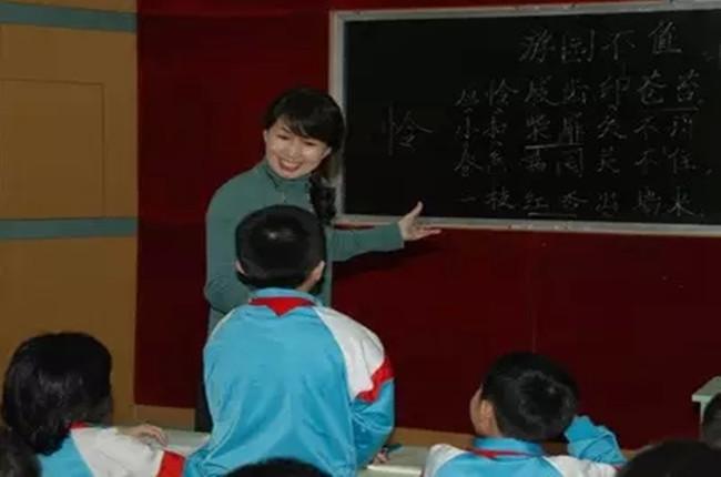 《如何成为优秀的班主任__班主任的专业成长之路》