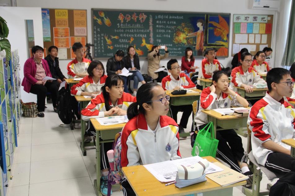 老师们在听课.jpg