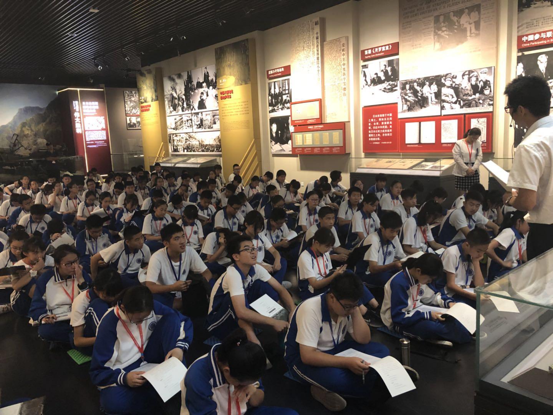 学生在听课中2.jpg