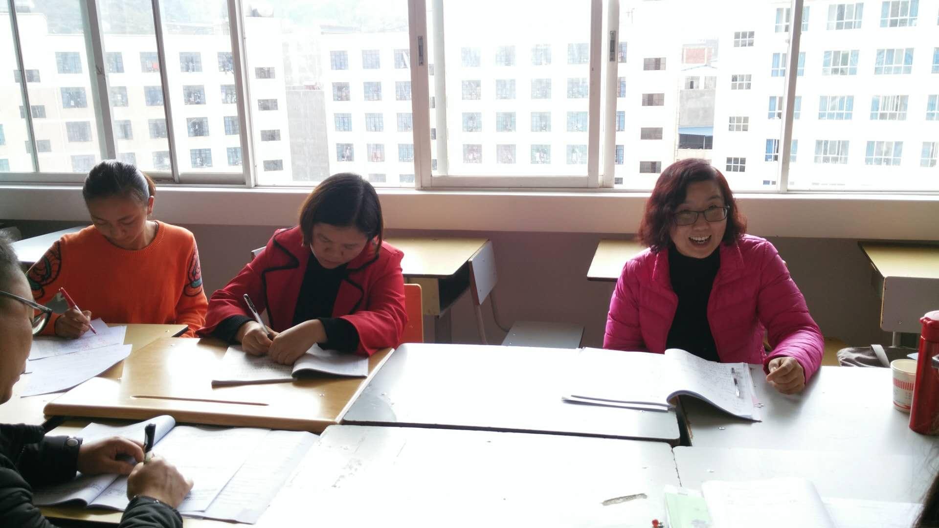 梁老师讲述教研组活动的开展.jpg