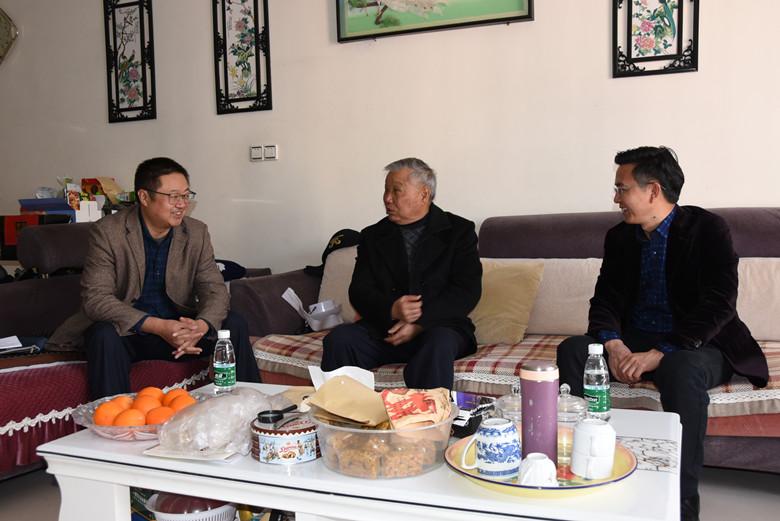 1月12日,郭光恒、汤中荣一行看望慰问退休老干部马天荣.jpg