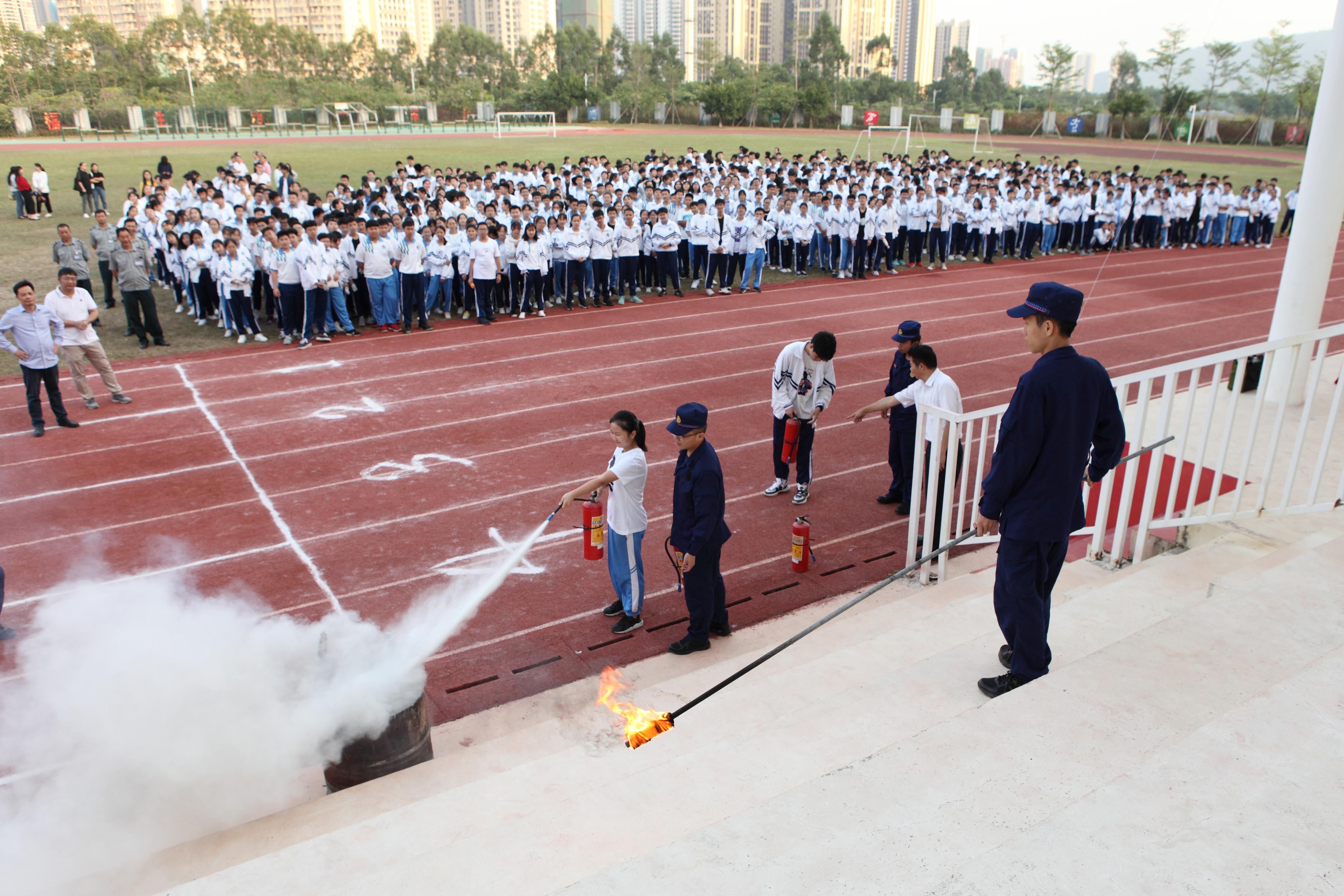 大亚湾第一中学举行2019年消防安全演练