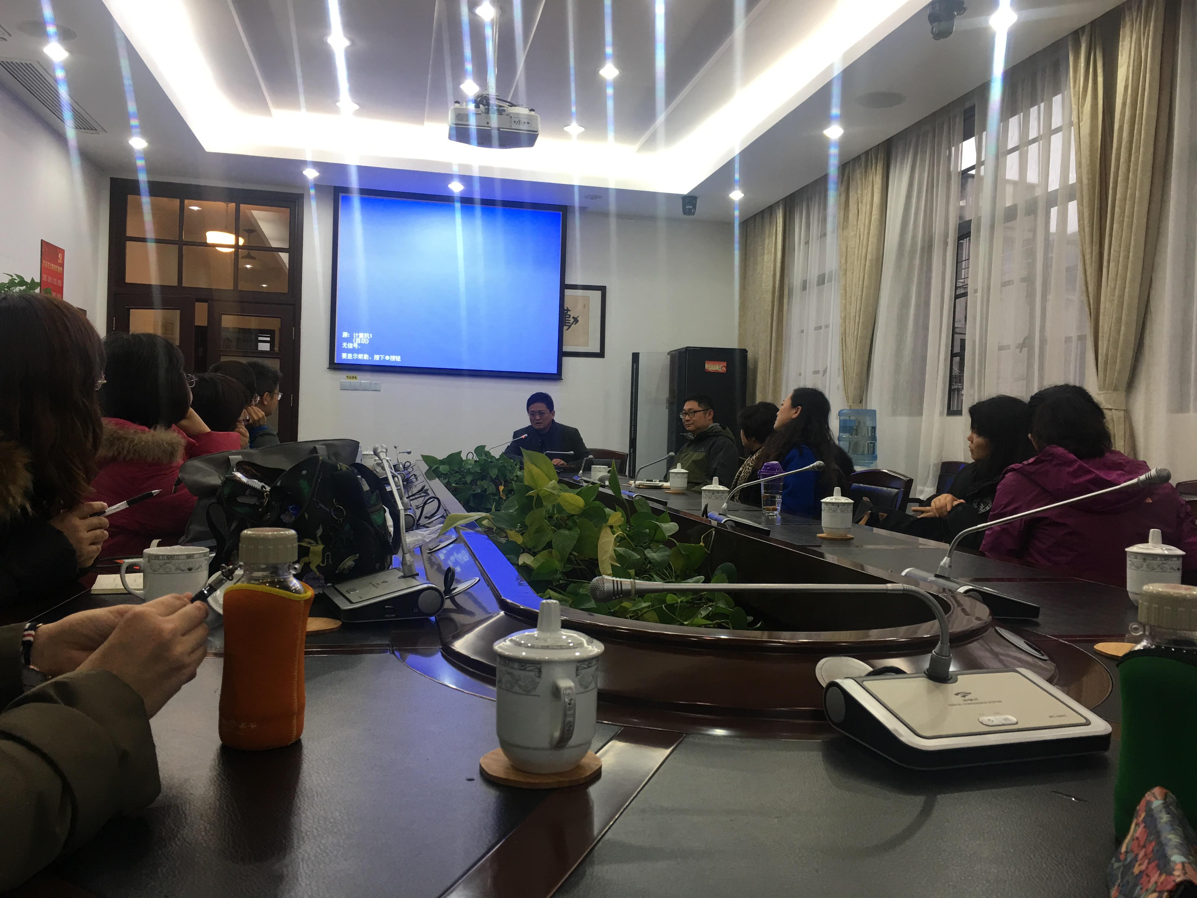 上海二中校长会答老师提出的问题.jpg