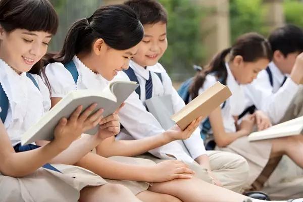 班主任的震撼讲话:我们为什么要努力读书?