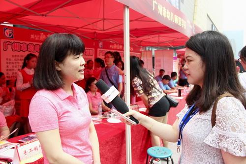 图7为丘毅清校长接受《中国教育在线》记者的采访_调整大小.jpg