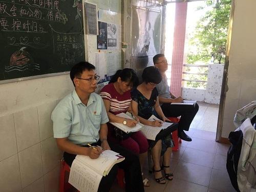 在教室里1.jpg