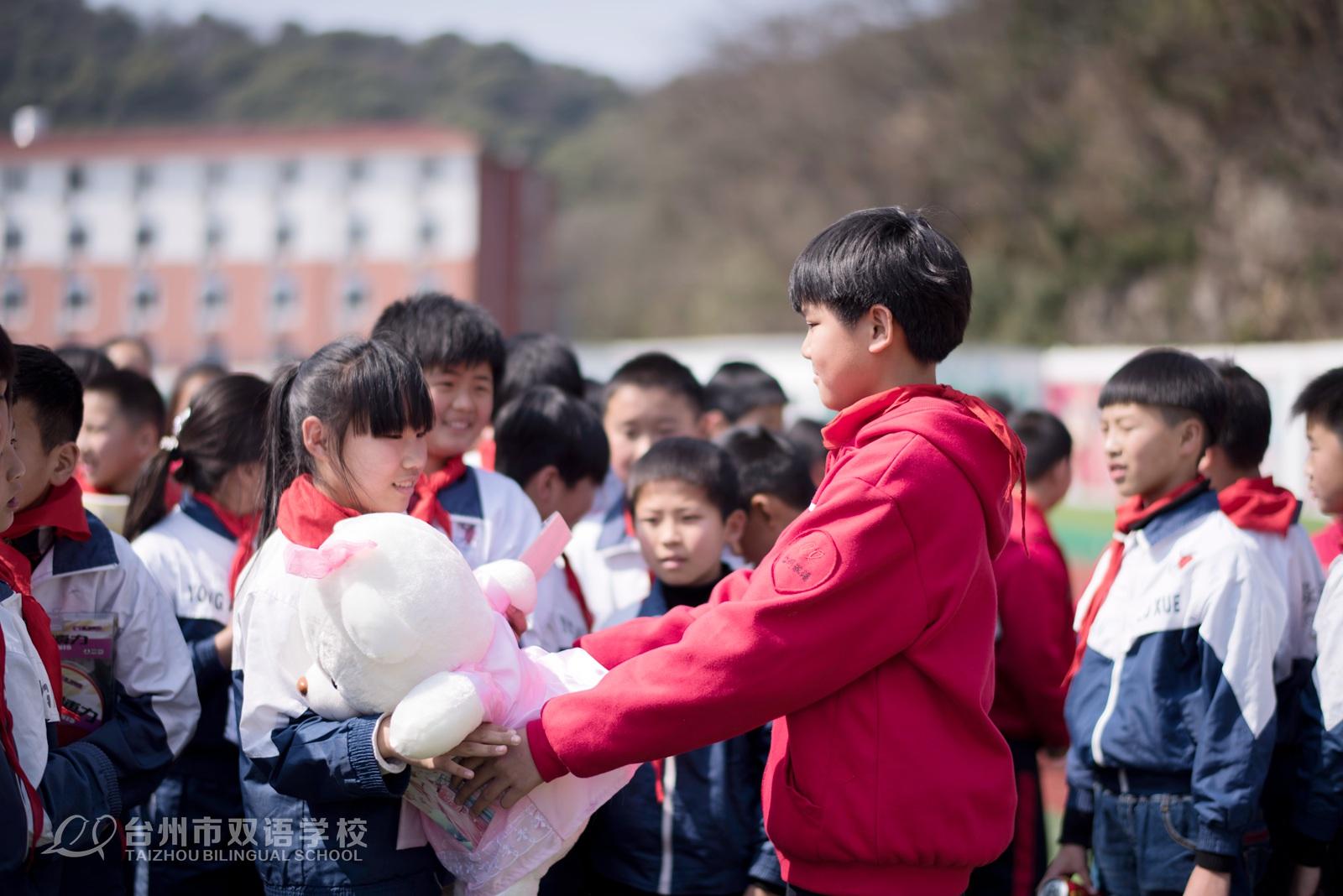 8.学生互换小礼物.jpg
